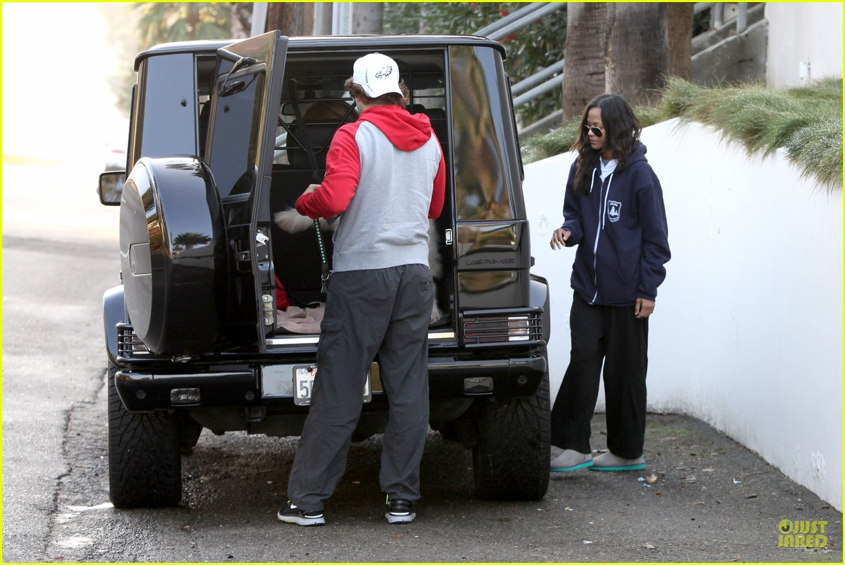 bradley cooper zoe saldana thanksgiving day outing 22
