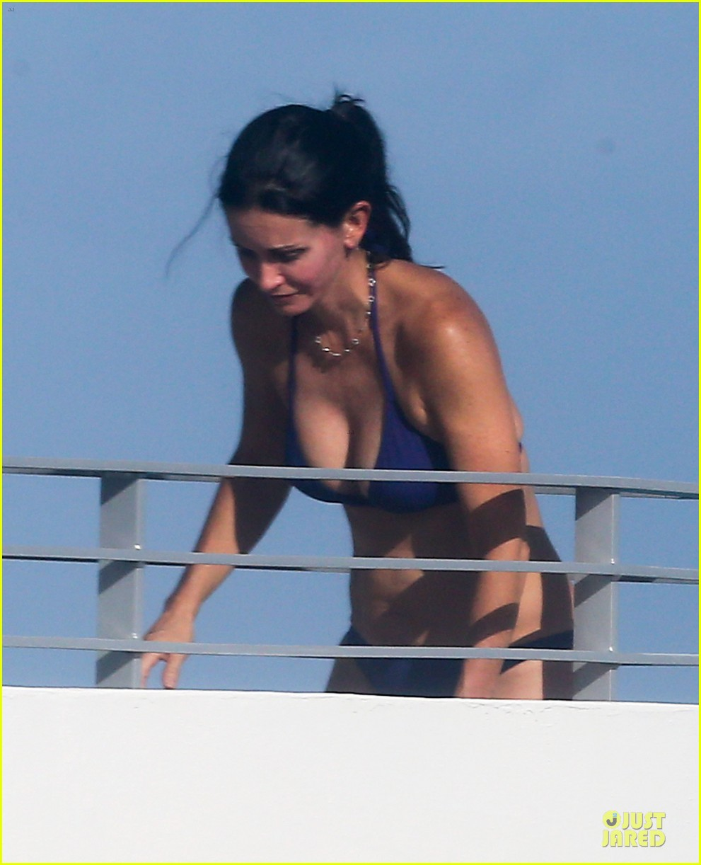 courteney cox miami bikini mama 15