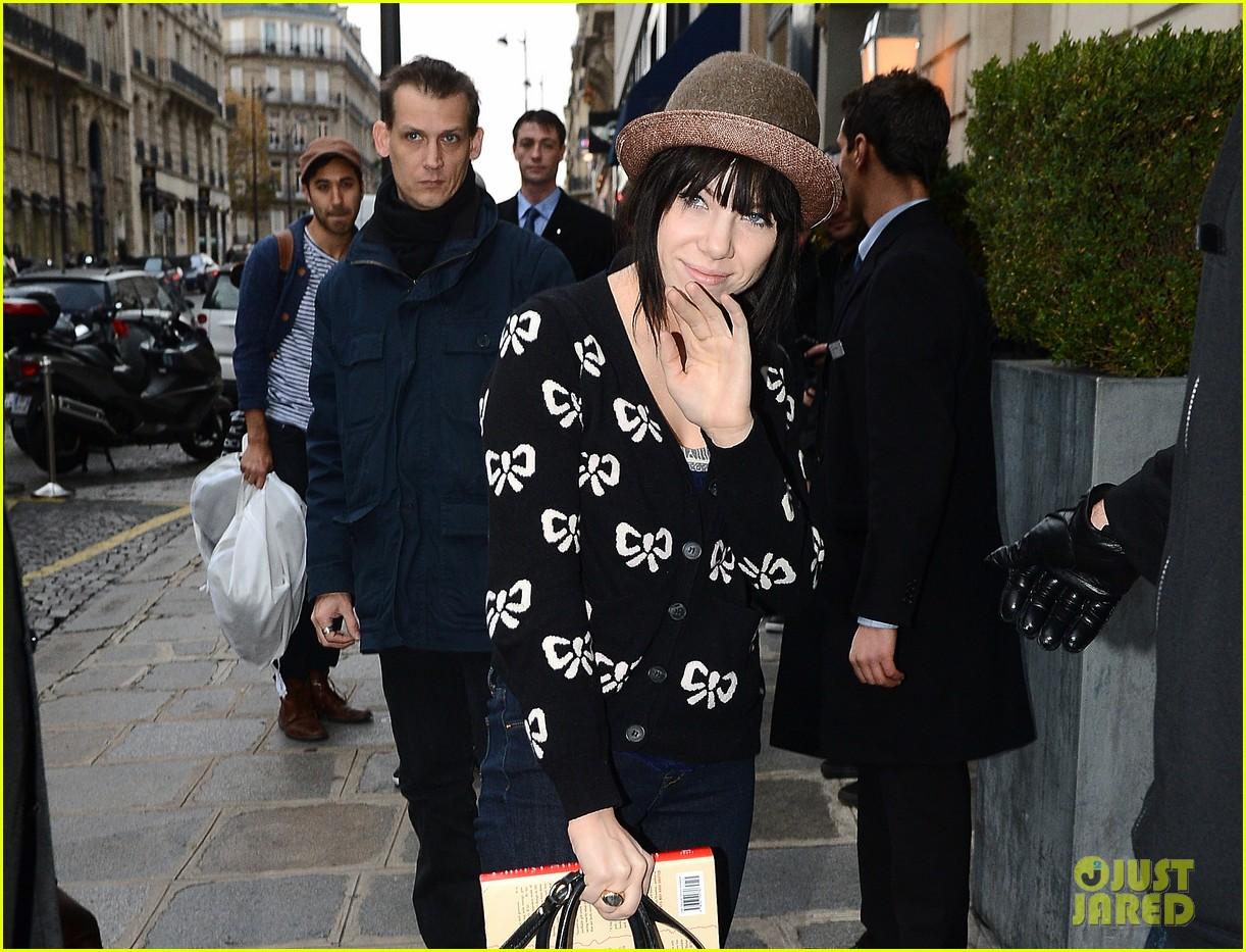 carly rae jepsen pretty in paris 20