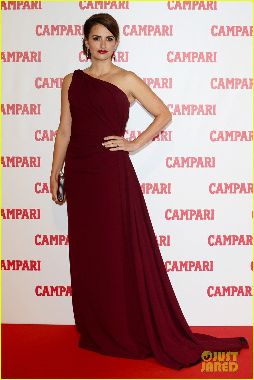 penelope cruz  campari calendar launch event 042756873