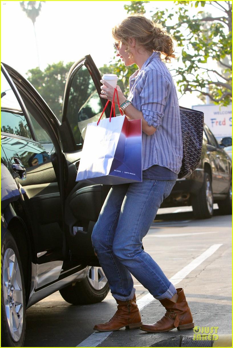 eric dane rebecca gayheart holiday shopping with billie 05