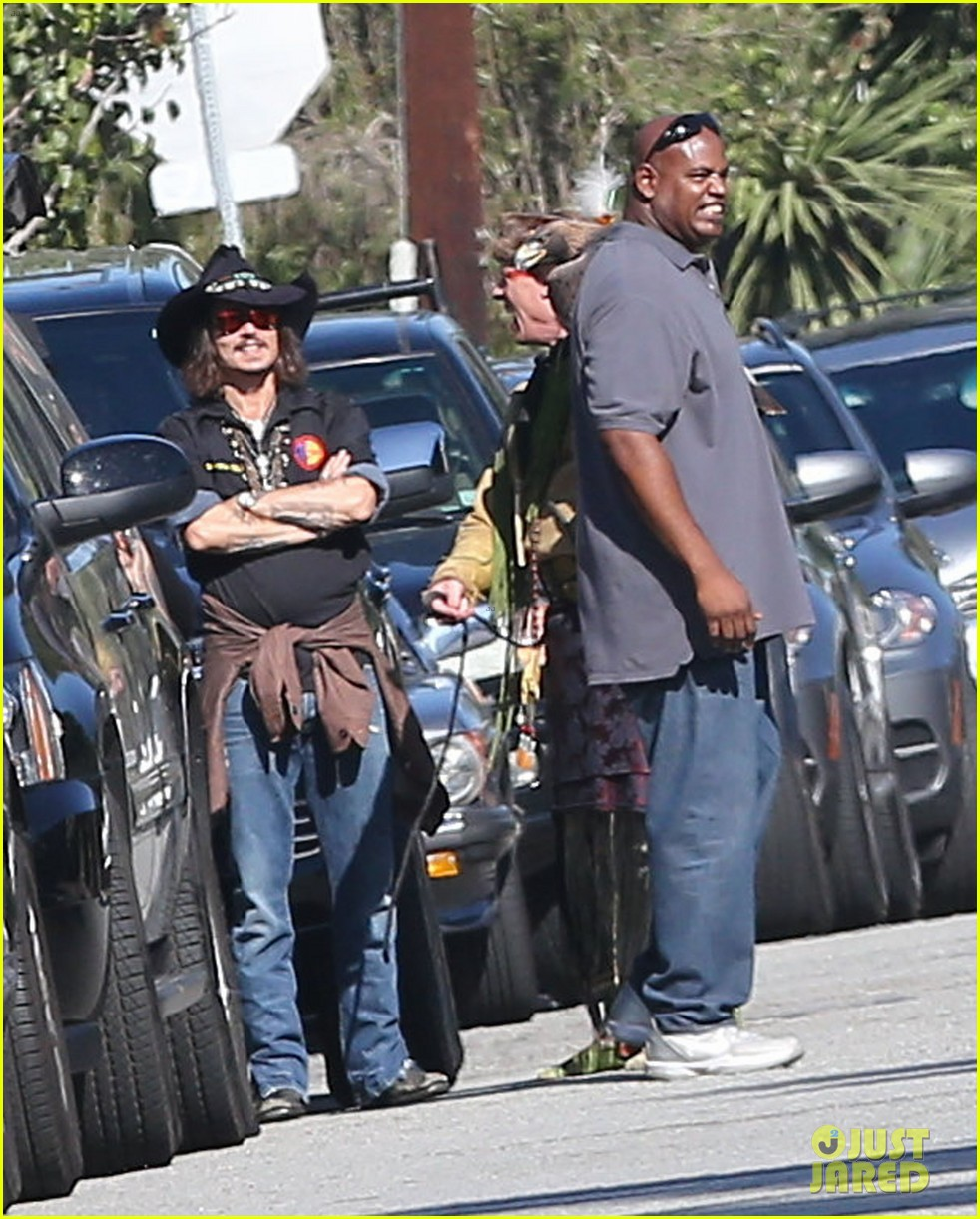 johnny depp plays daddy at school fundraiser 05