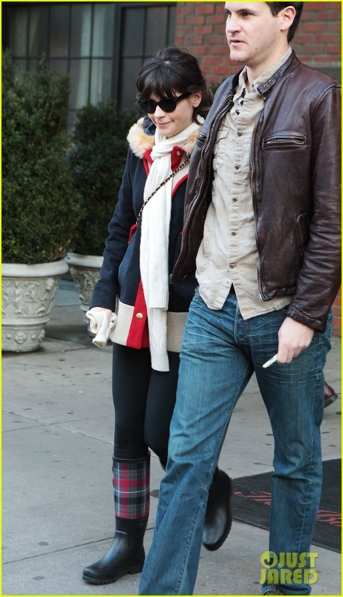 zooey deschanel jamie linden holding hands in nyc 01
