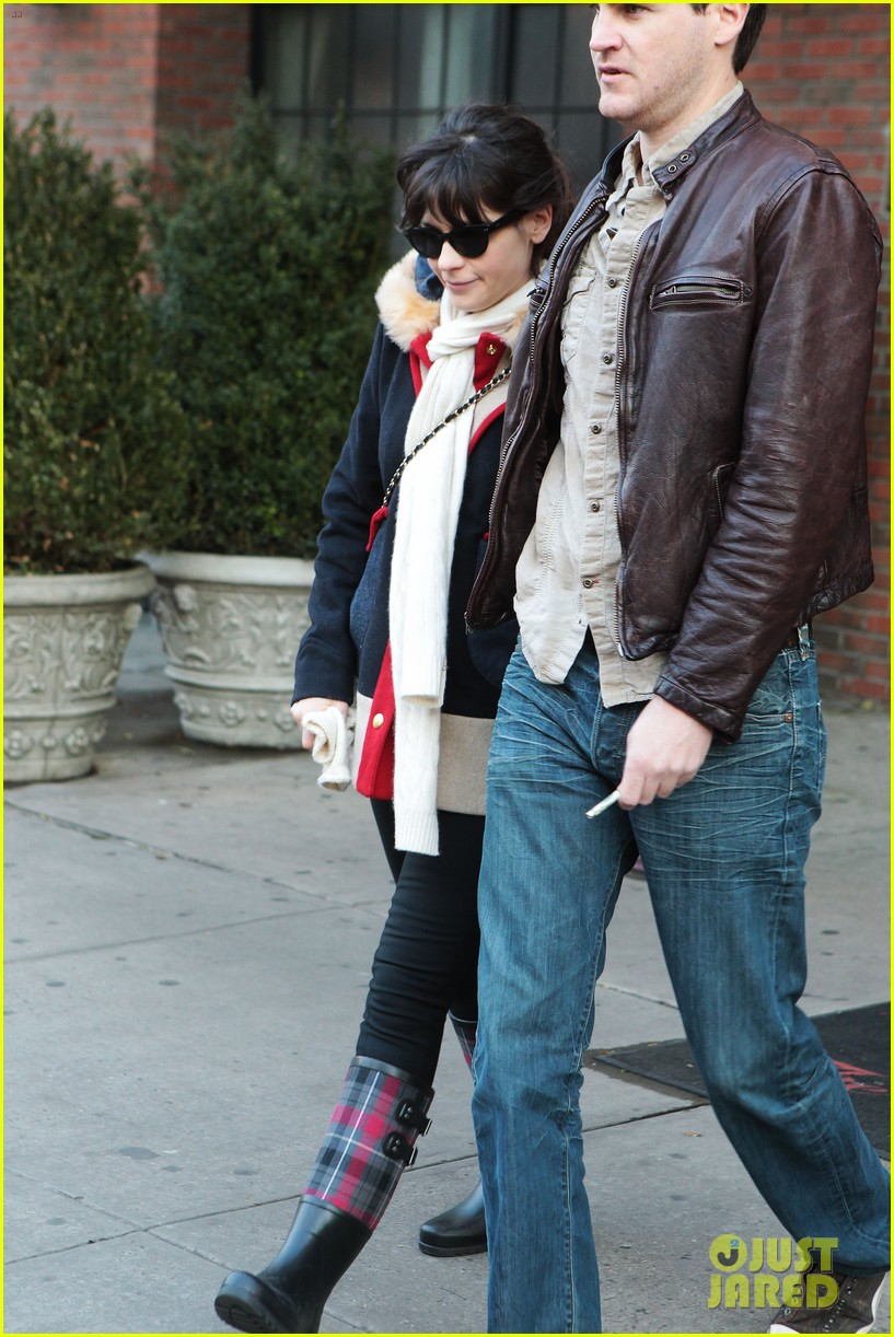 zooey deschanel jamie linden holding hands in nyc 082762957