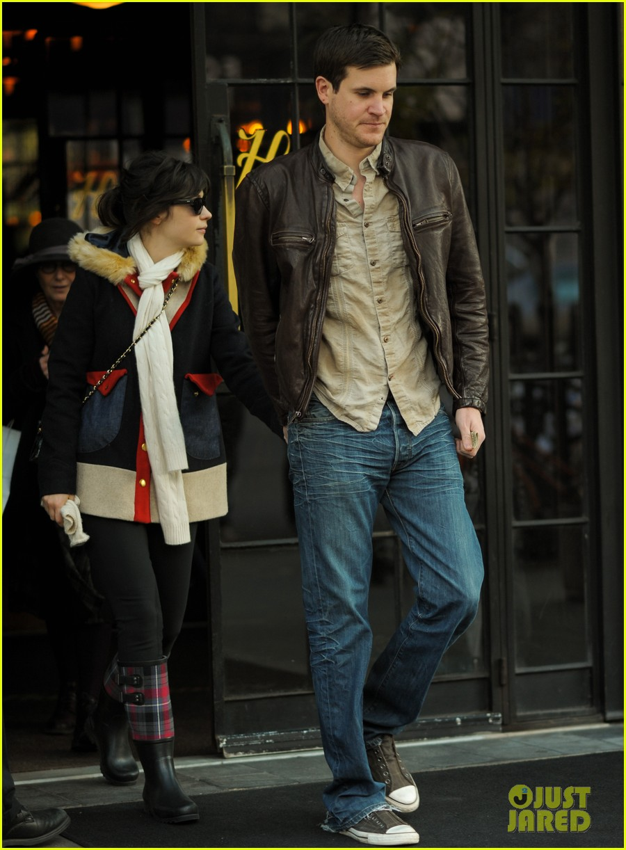 zooey deschanel jamie linden holding hands in nyc 12