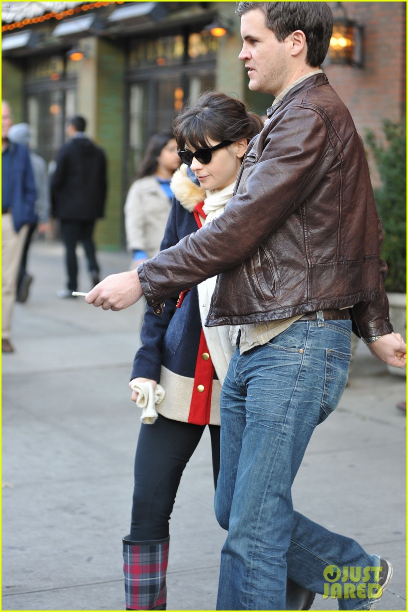 zooey deschanel jamie linden holding hands in nyc 13