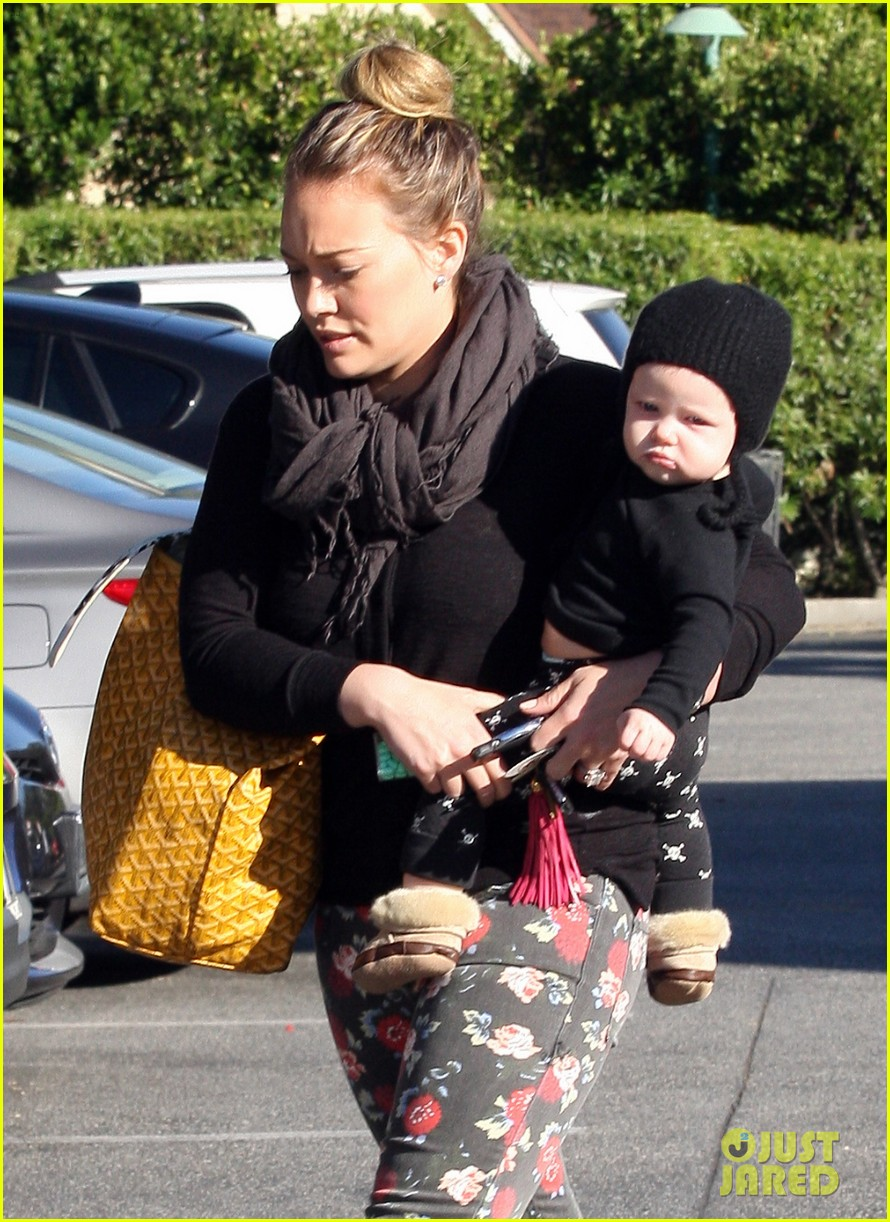 hilary duff bristol farms shopping with luca 23