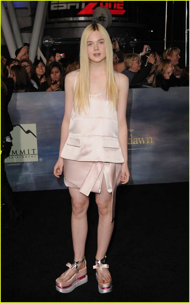 elle fanning twilight breaking dawn premiere 062756178