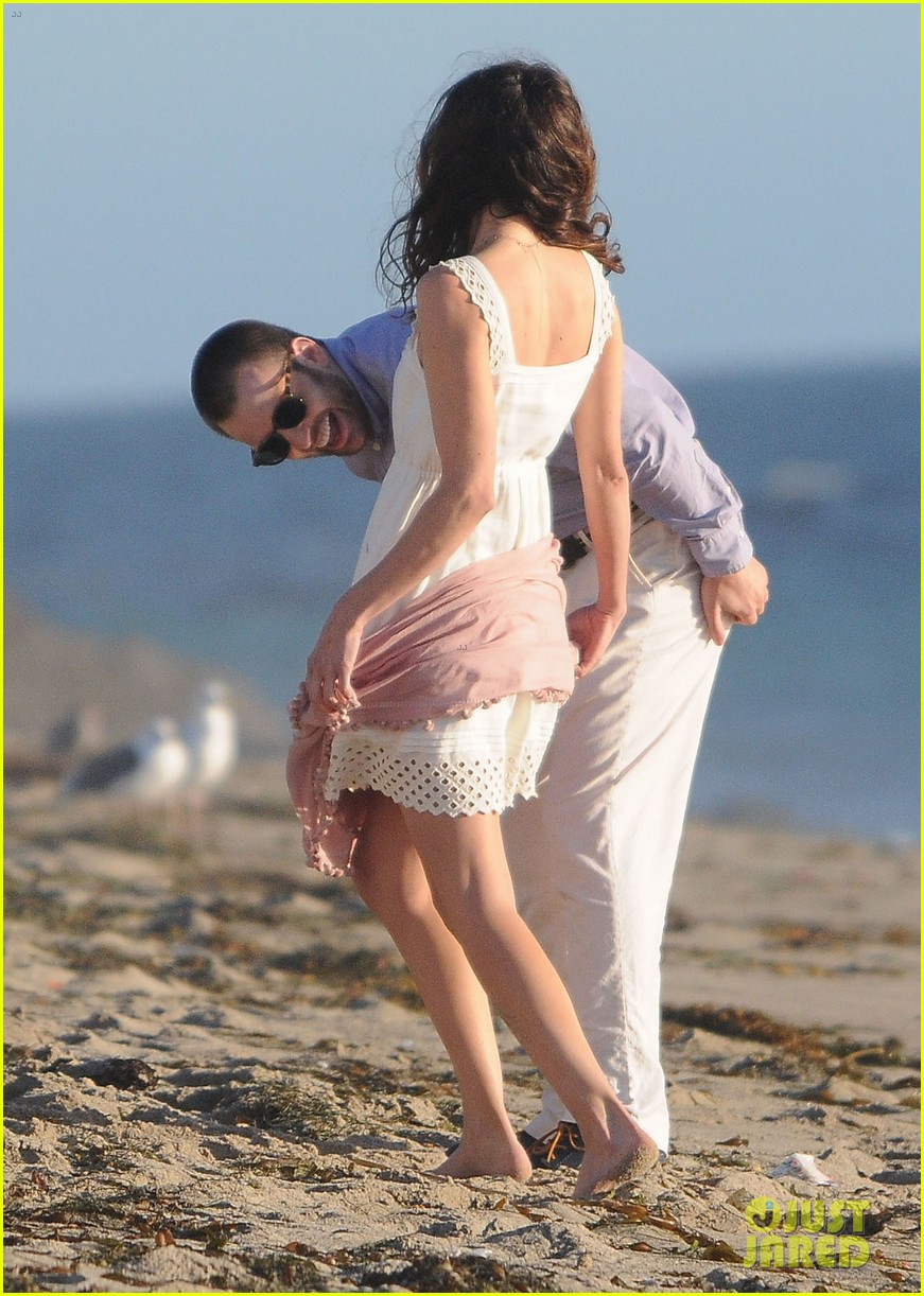 chris evans a many splintered thing beach scenes 13
