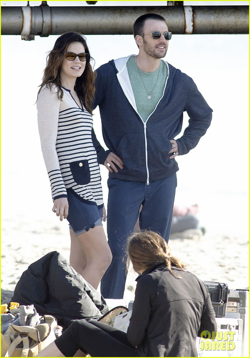 chris evans films splintered thing minka kelly works out 012761540