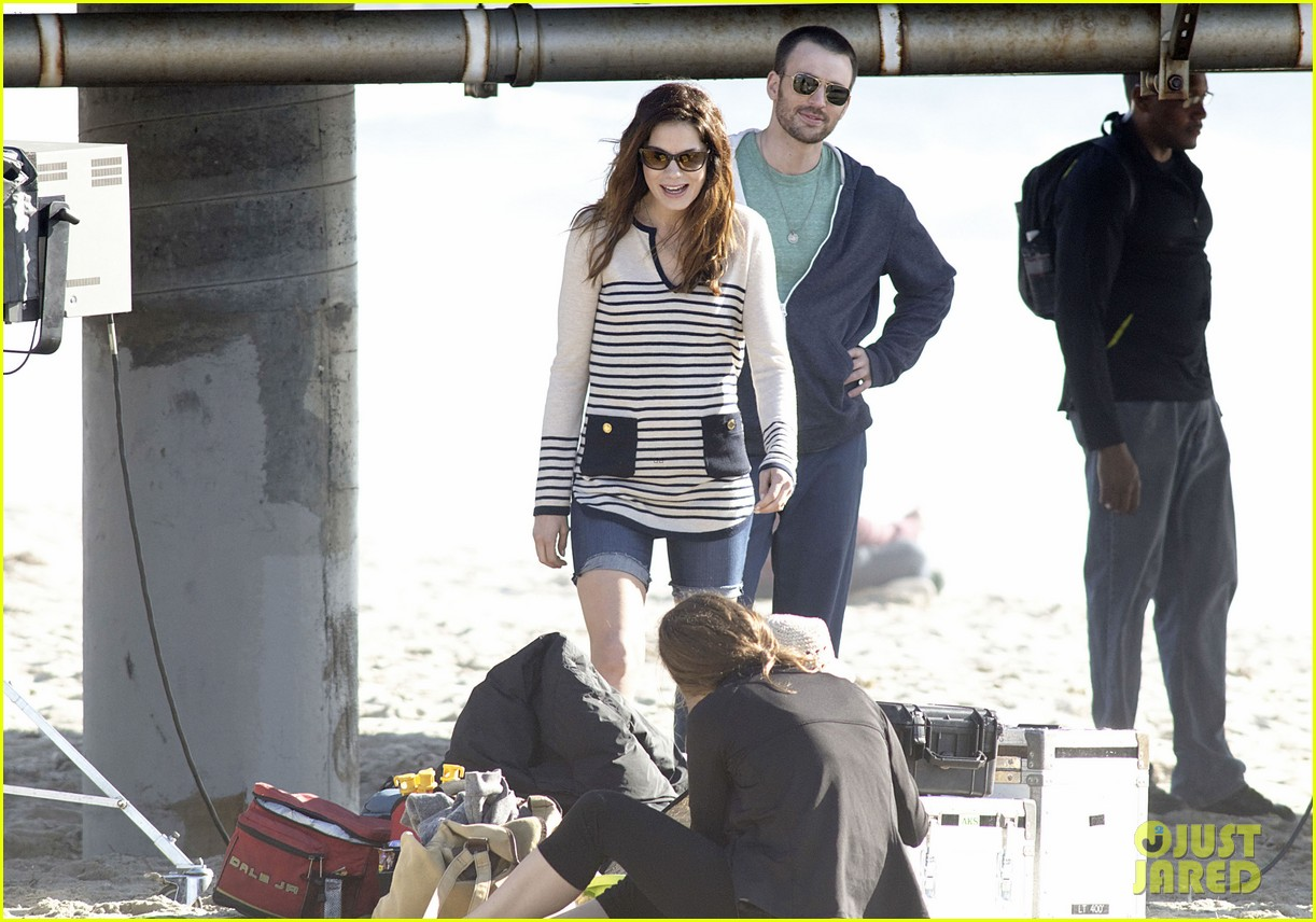 chris evans films splintered thing minka kelly works out 11