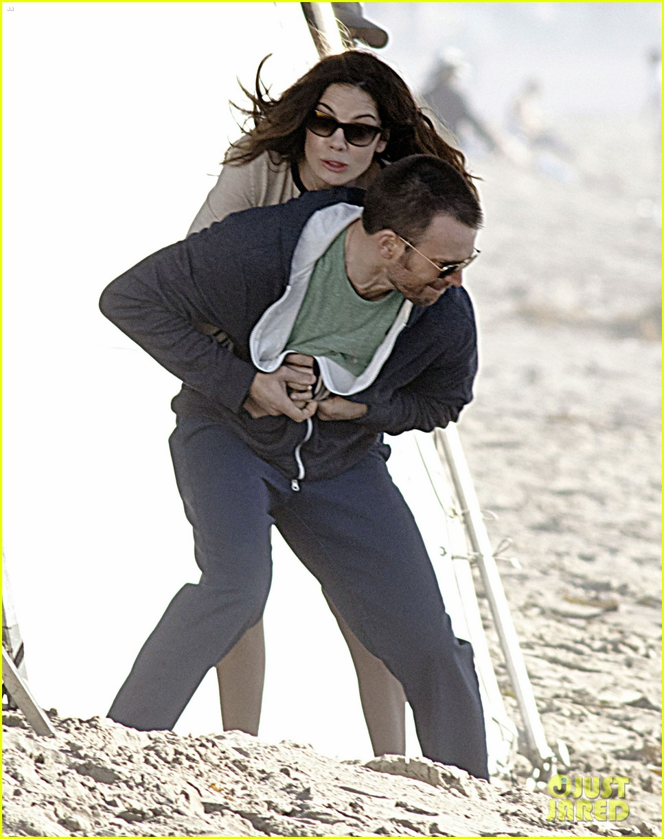 chris evans films splintered thing minka kelly works out 15