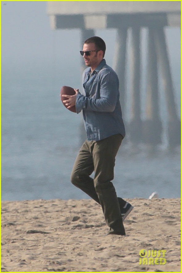 chris evans football on a many splintered thing set 31