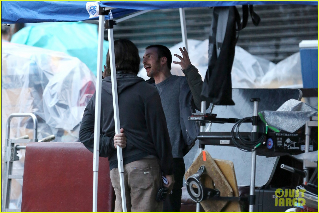 chris evans many splintered thing set hang out 12