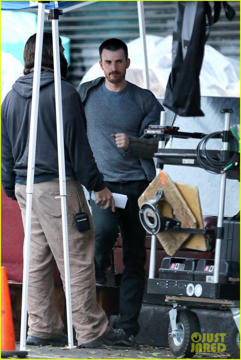 chris evans many splintered thing set hang out 13
