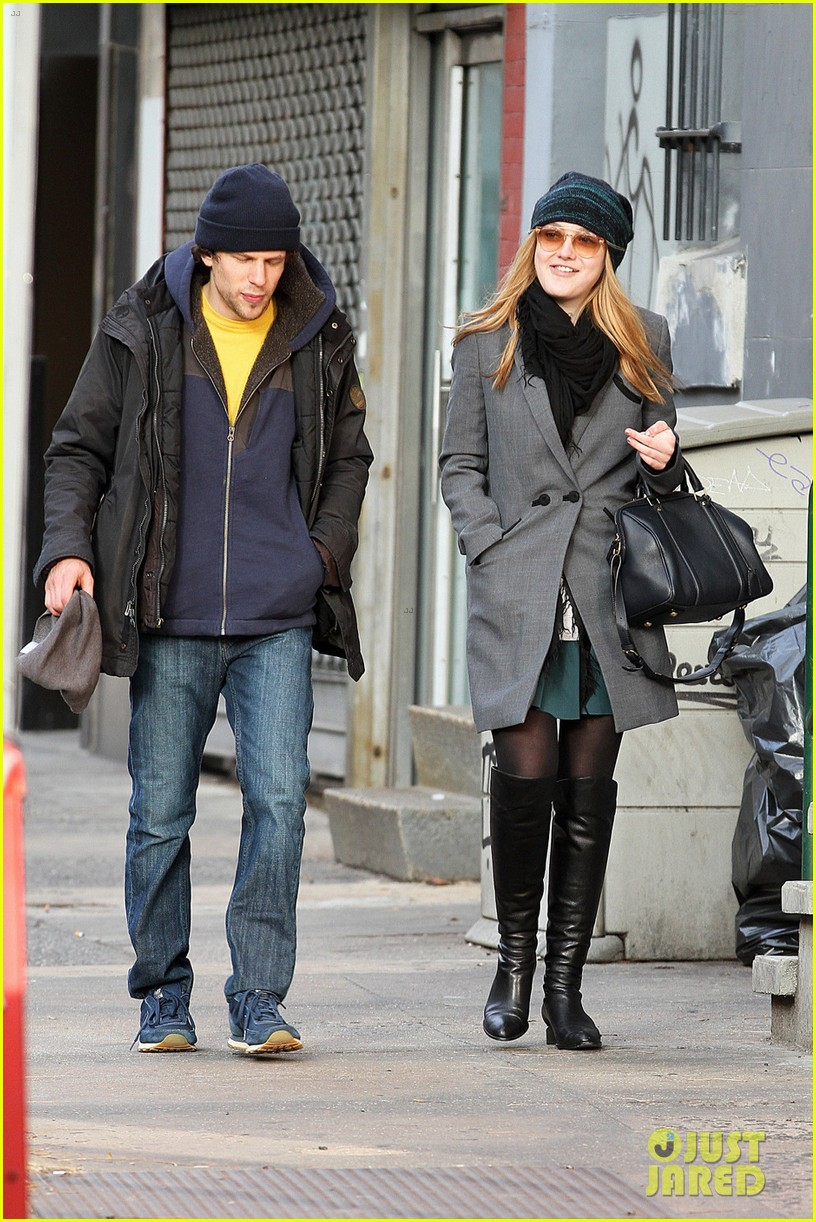 dakota fanning soho stroll with jesse eisenberg 03