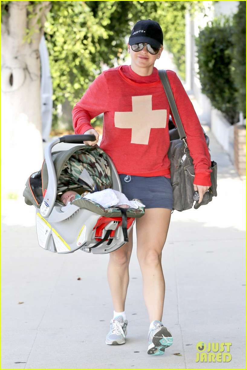 anna faris baby jack check up 06