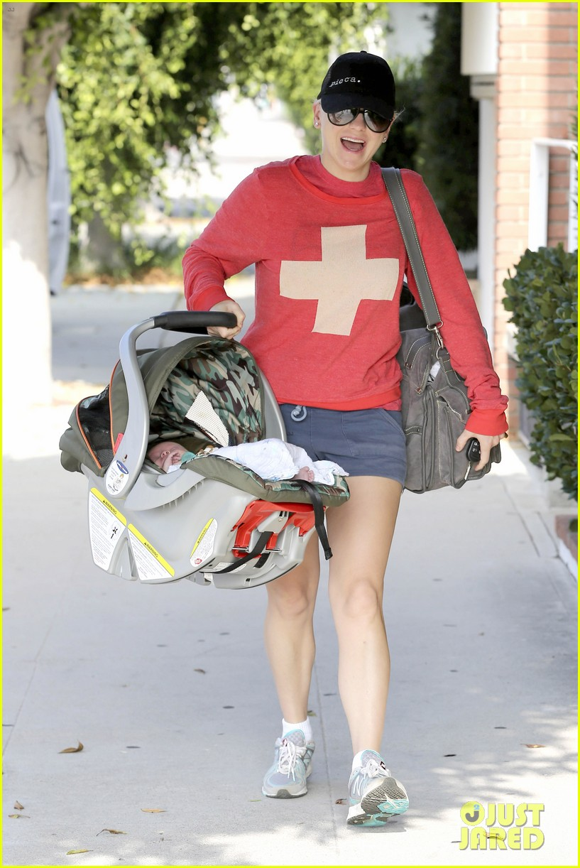anna faris baby jack check up 07