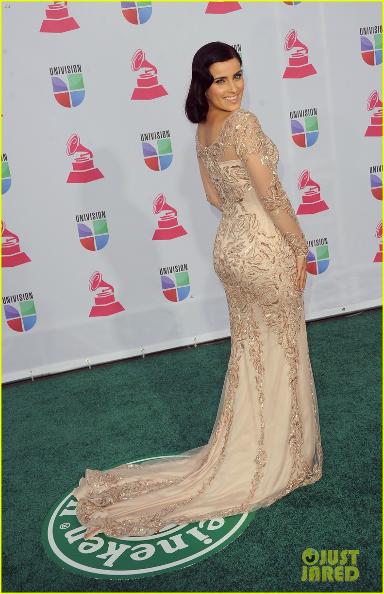 nelly furtado juanes latin grammy awards 2012 01