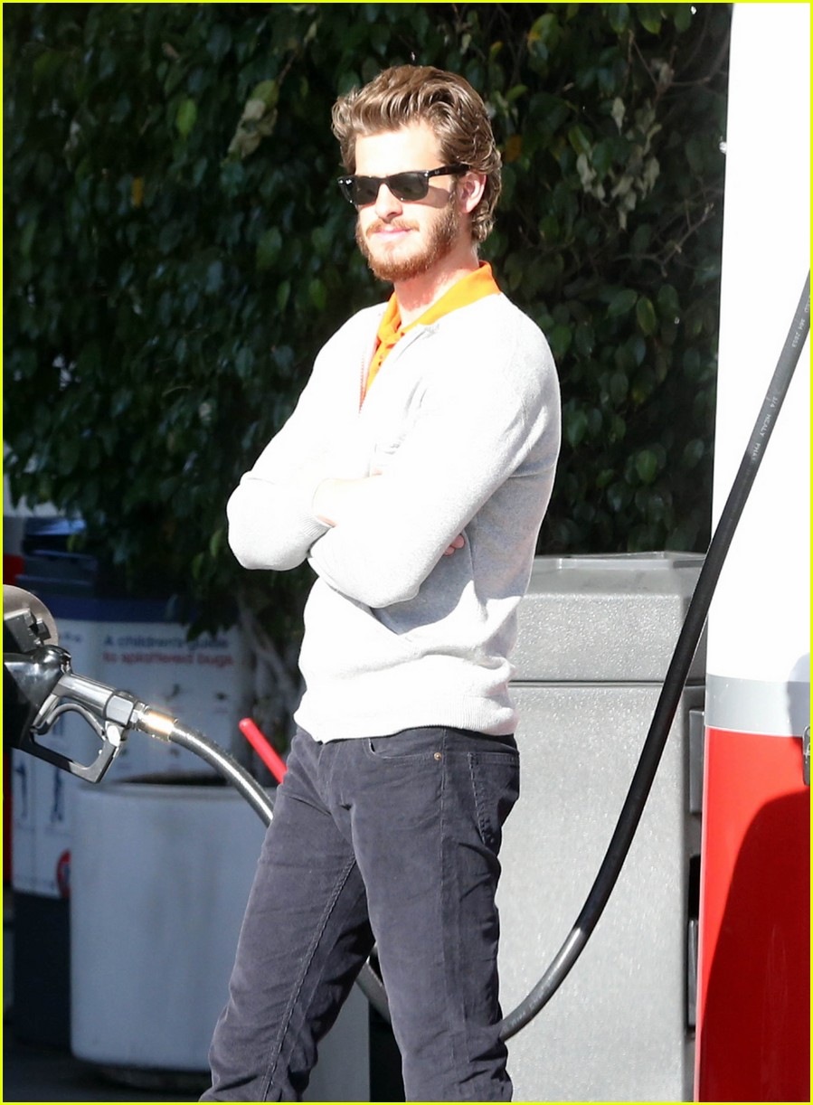 andrew garfield beard gas 02