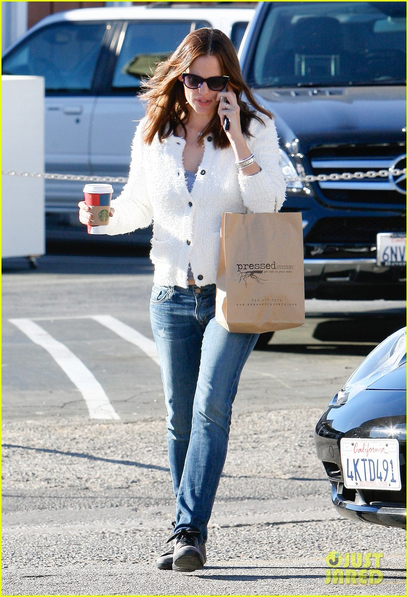 jennifer garner ice cream treat with violet seraphina 09