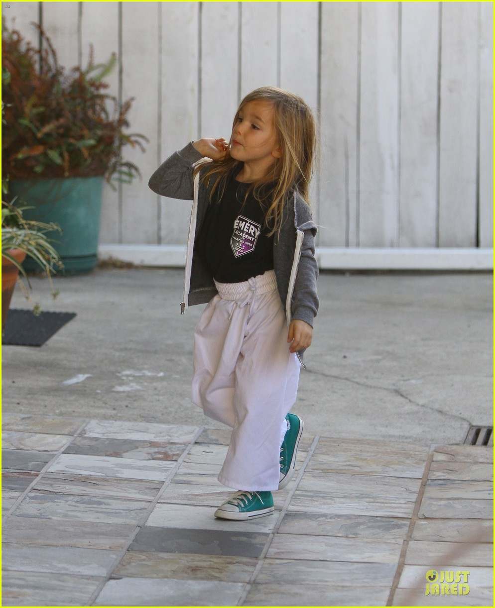 jennifer garner emery academy & martial arts stop with seraphina 10