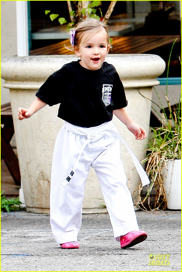 jennifer garner ben affleck kids karate class pick up 222759520
