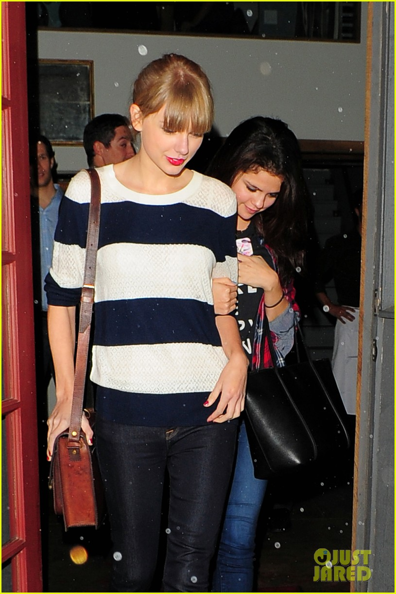 selena gomez taylor swift saturday night dinner duo 06