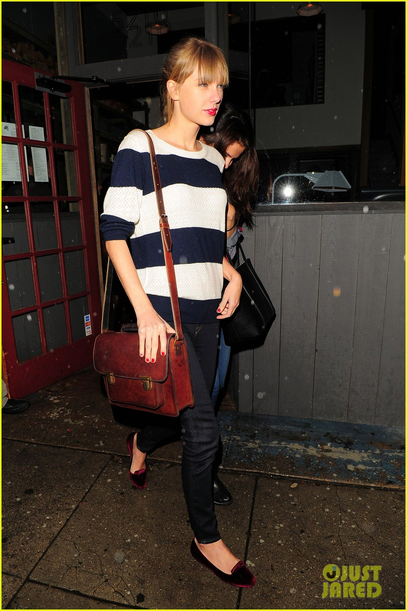 selena gomez taylor swift saturday night dinner duo 172759824