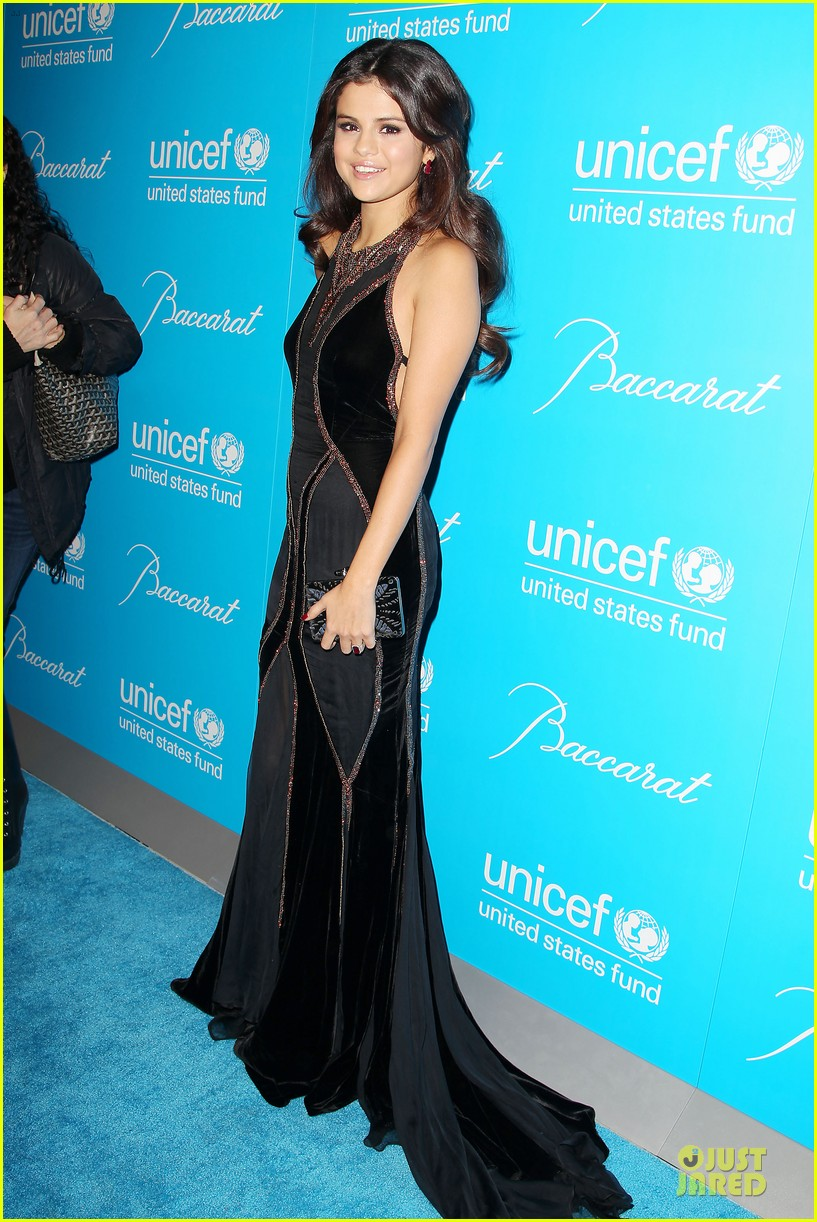 katy perry & selena gomez unicef snowflake ball 01