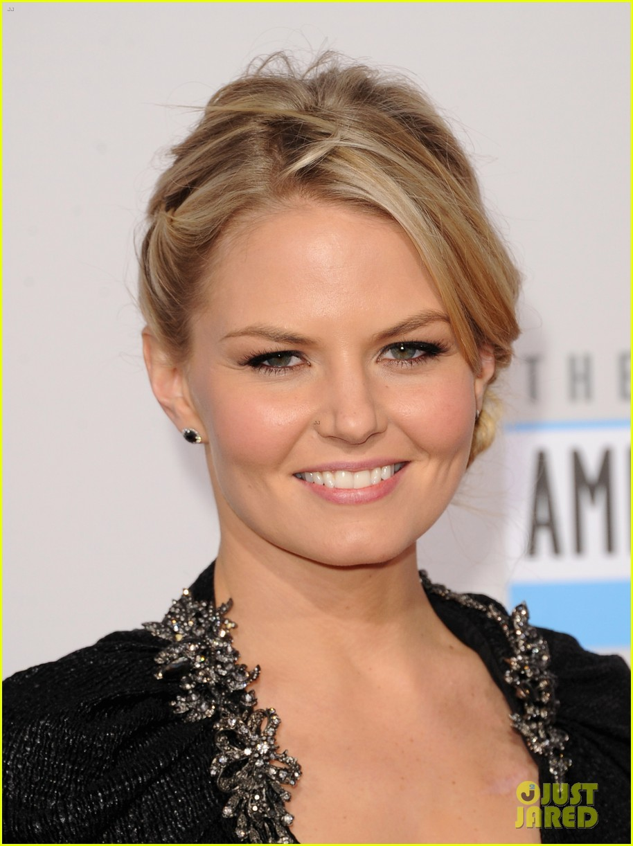 ginnifer goodwin jennifer morrison amas 2012 red carpet 022760284