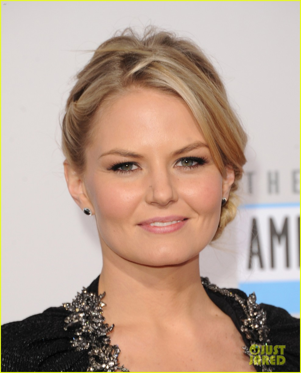 ginnifer goodwin jennifer morrison amas 2012 red carpet 06
