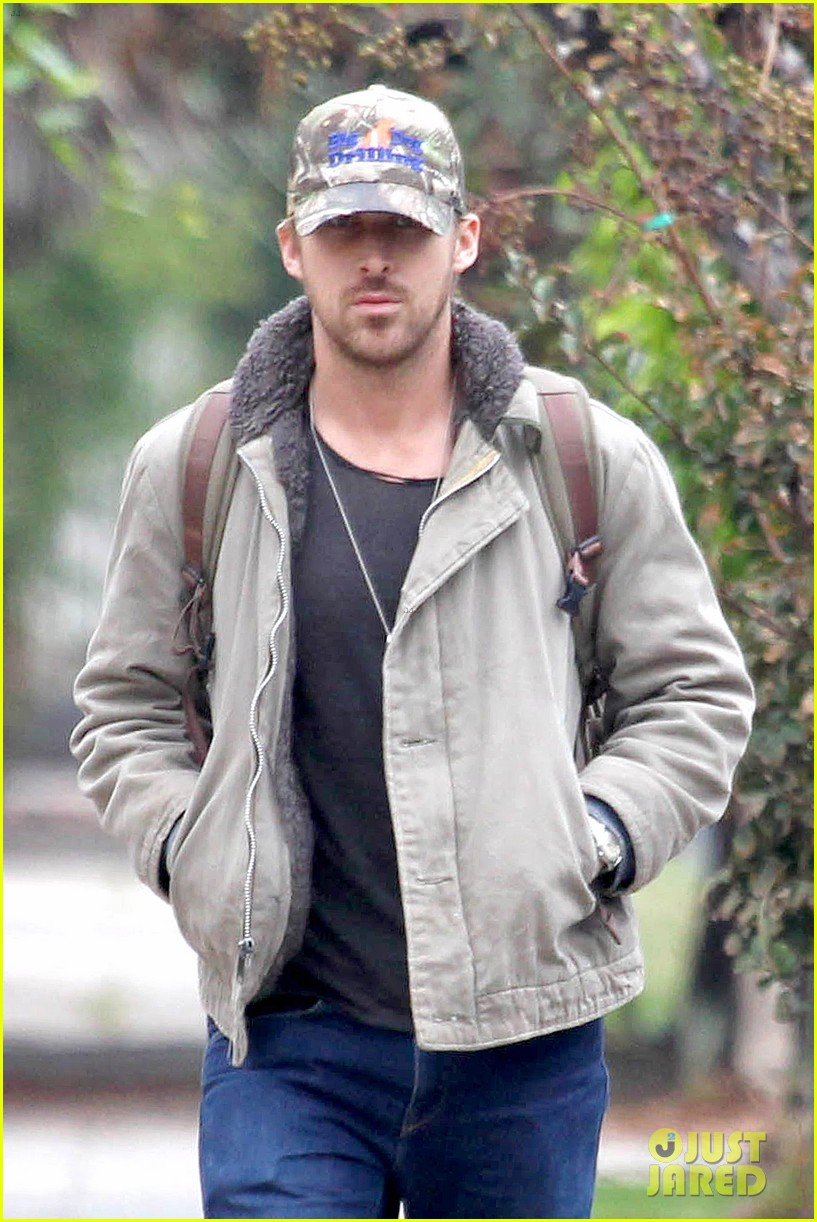 ryan gosling eva mendes visit friends separately 02