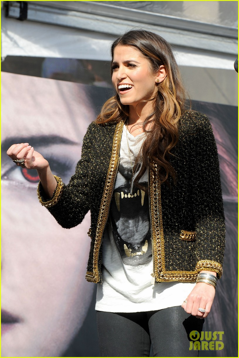 ashley greene nikki reed twilight fan camp concert 26