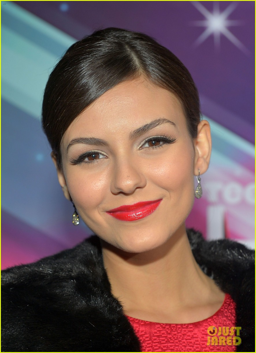 lucy hale victoria justice teennick halo awards 2012 172759744