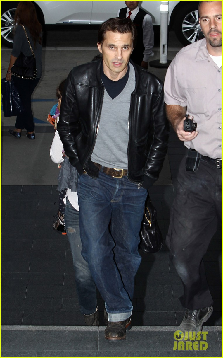 halle berry olivier martinez westfield mall shoppers03