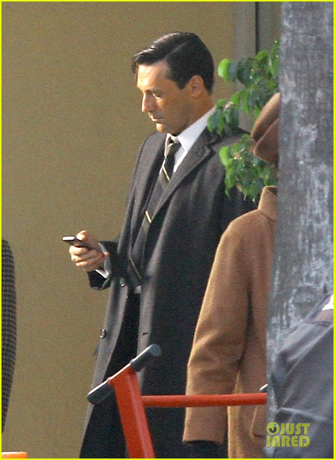 jon hamm shares bathtub with daniel radcliffe 082750231