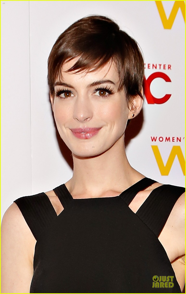anne hathaway womens media awards 06