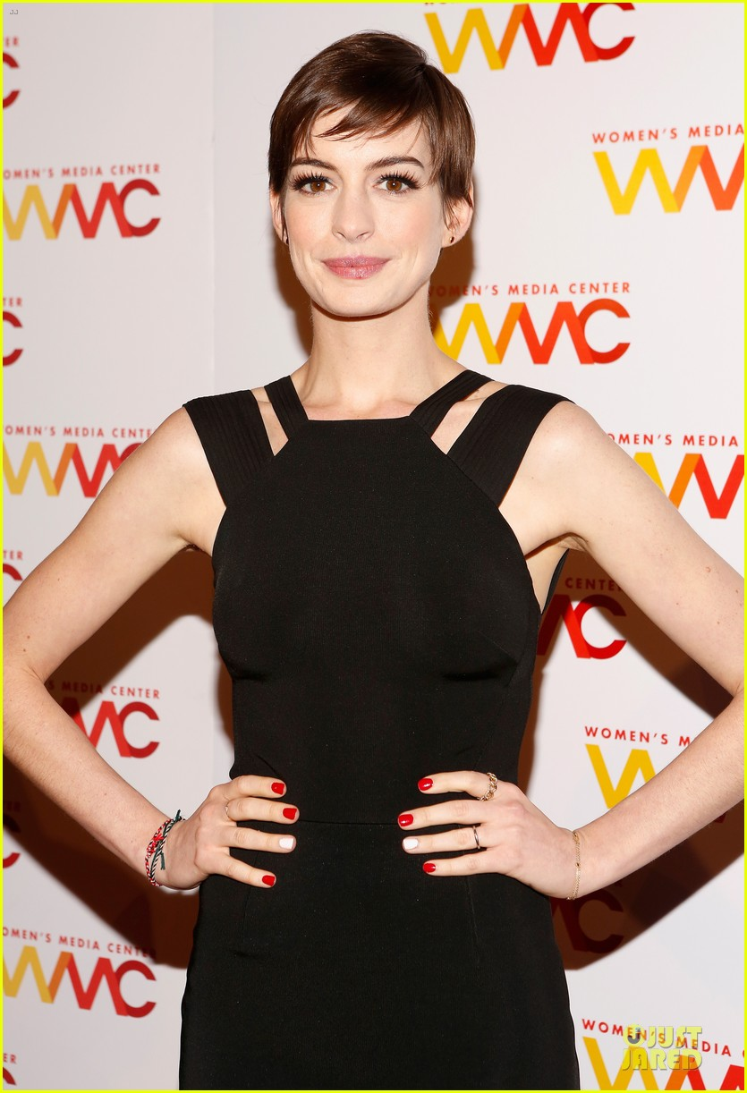 anne hathaway womens media awards 08