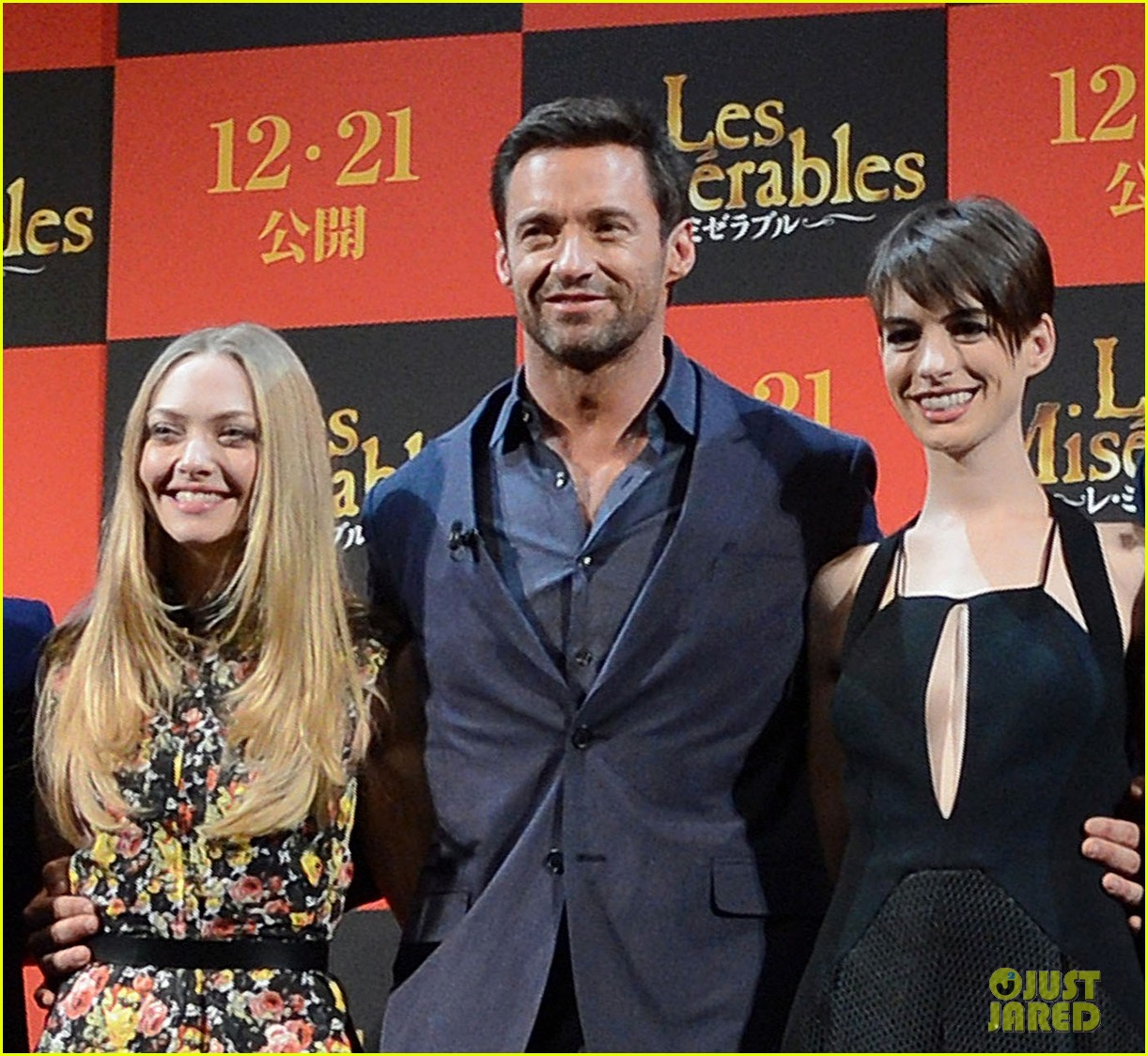 Anne Hathaway Les Miserables Interview Video: Anne Hathaway & Amanda Seyfried: 'Les Miserables' In Tokyo
