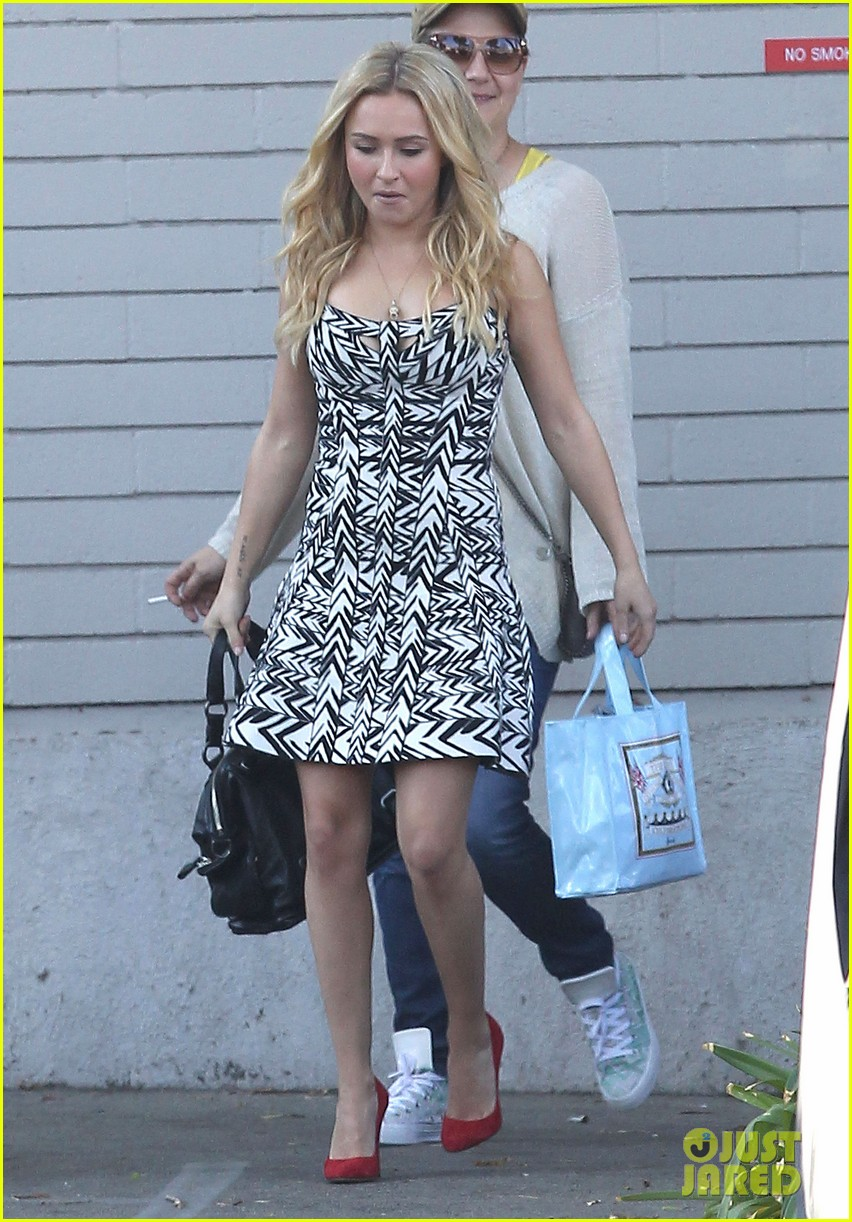 hayden panettiere extra at the grove appearance 122753545