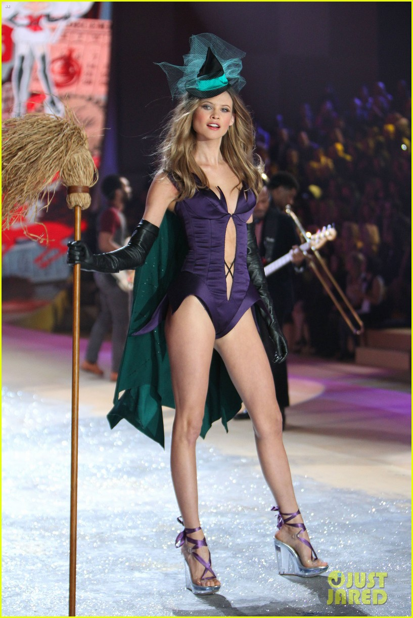 erin heatherton behati prinsloo victorias secret fashion show 2012 27