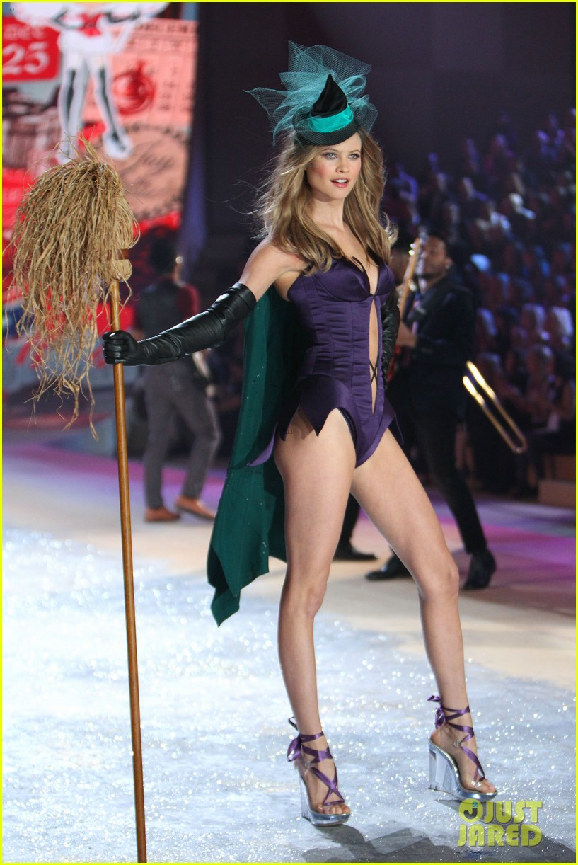 erin heatherton behati prinsloo victorias secret fashion show 2012 29