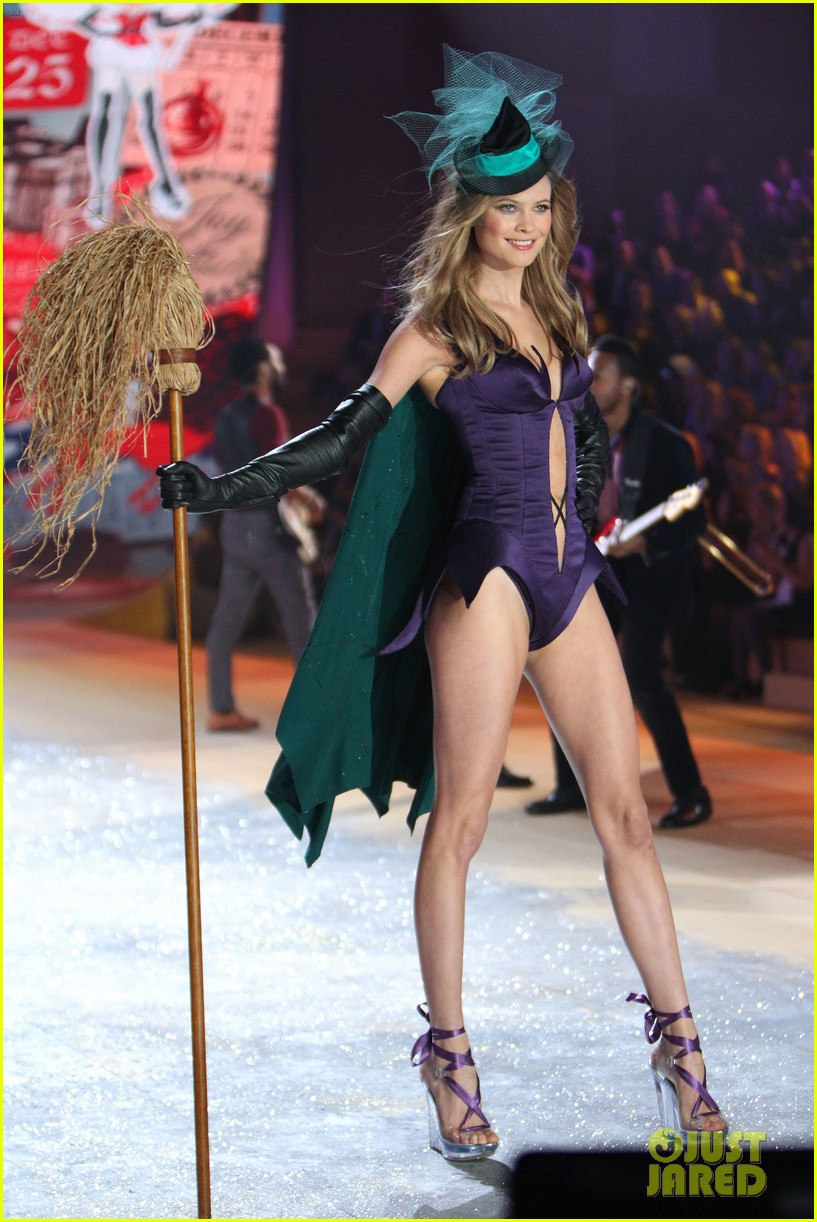 erin heatherton behati prinsloo victorias secret fashion show 2012 30