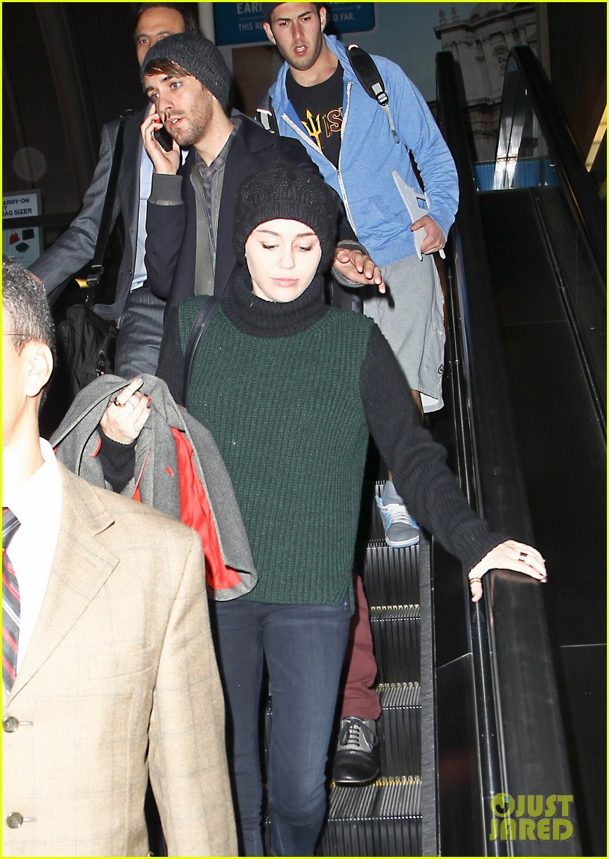 liam hemsworth picks miley cyrus up from lax 062761335