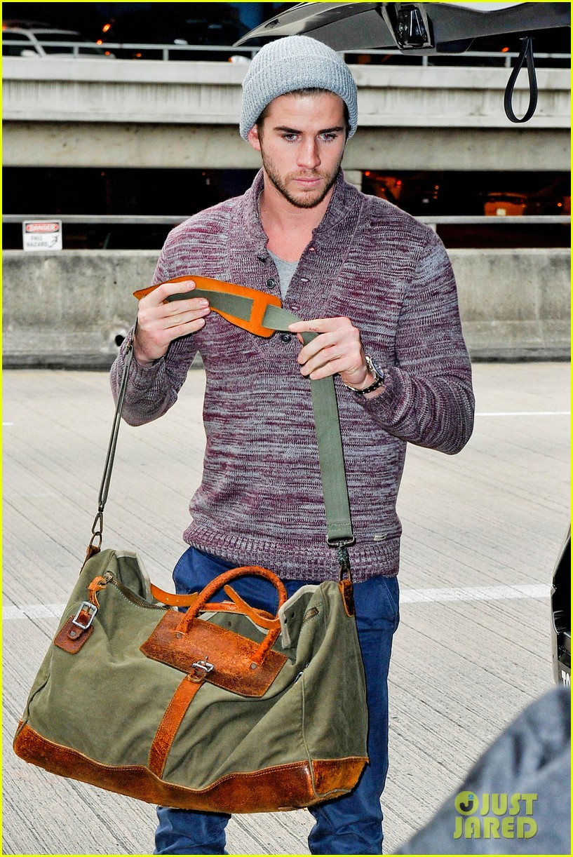 liam hemsworth flies the skies solo in los angeles 08