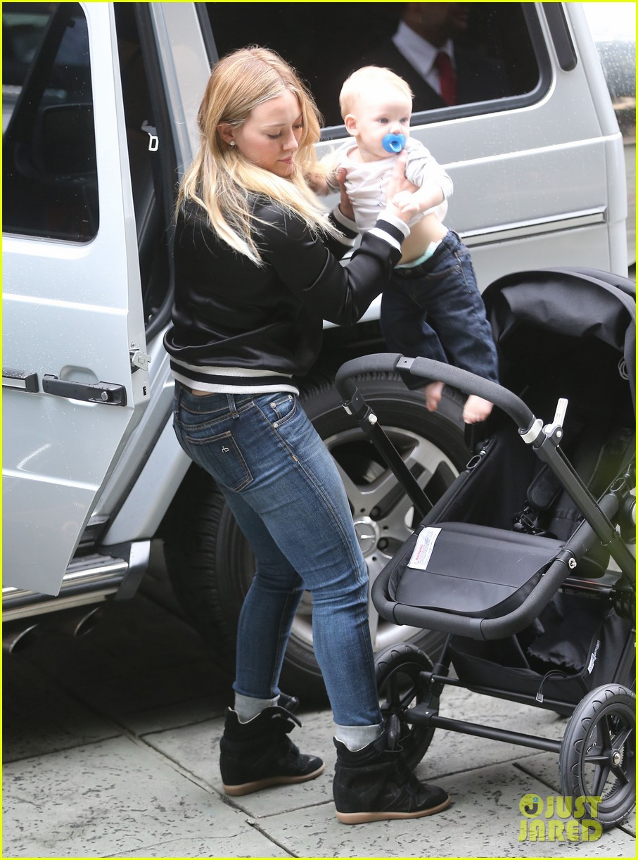hilary duff its beginning to look like christmas 01