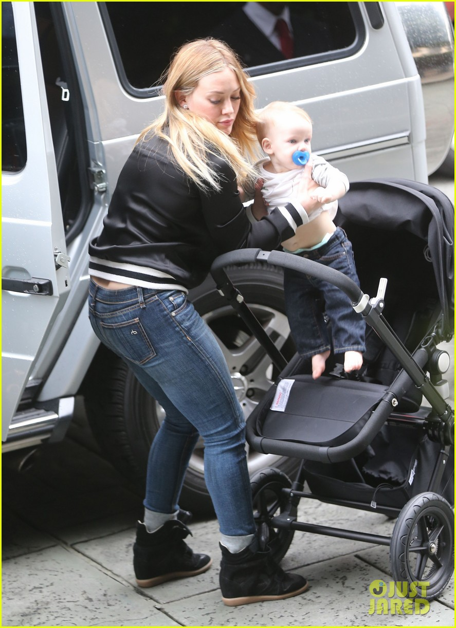 hilary duff its beginning to look like christmas 18