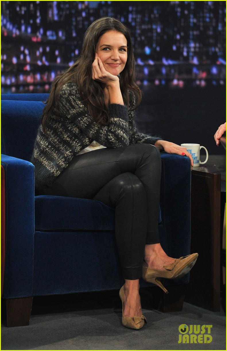 katie holmes plays charades on late night with jimmy fallon 03