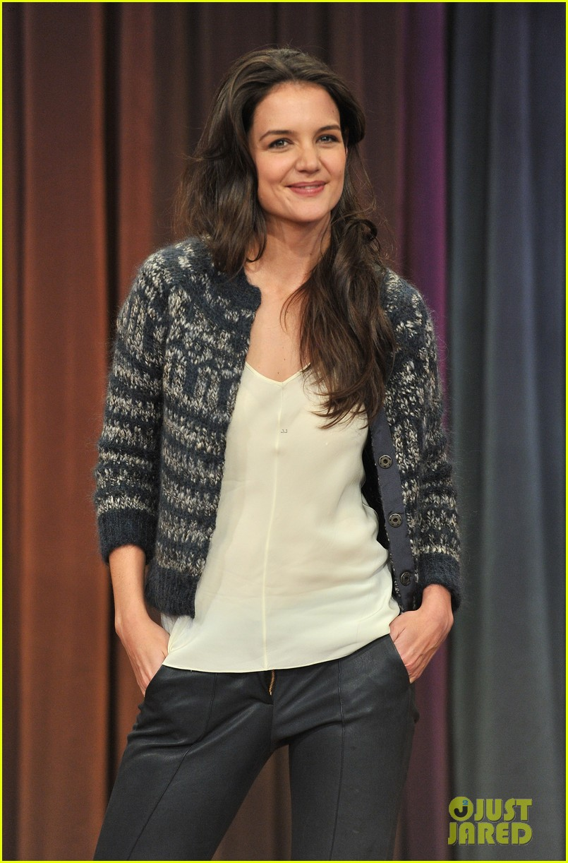 katie holmes plays charades on late night with jimmy fallon 082758494